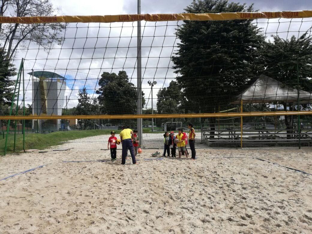 Combo Deportivo Natación y Voleibol Saludclub combine y practique dos actividades deportivas Voley y Natación en La piscina del parque sauzalito afiliados a la Liga de voleibaol de Bogota, Voley Playa, para niños adolescentes, adultos